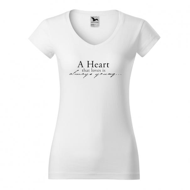Tricouri personalizate cu mesaj A heart that loves is